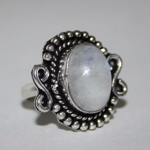 Stunning NWOT Silver and moonstone ring size 6